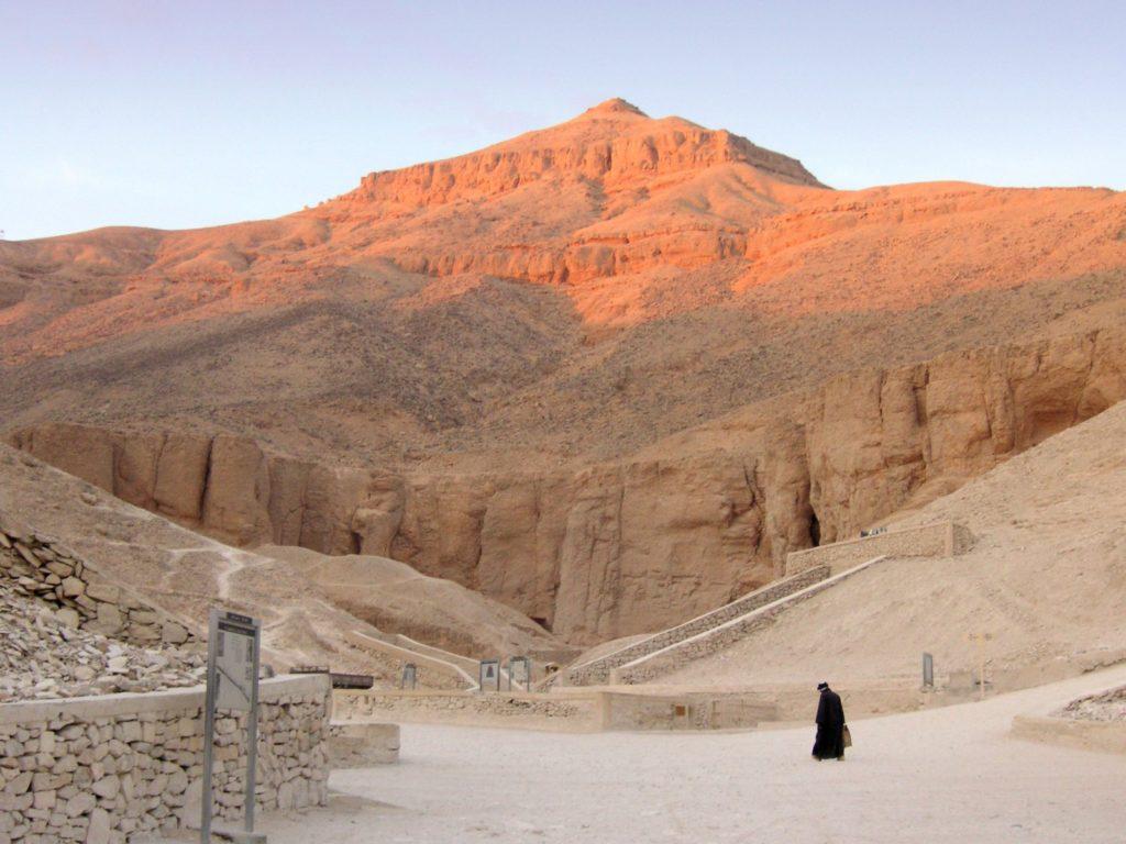Долина Царей: древнее наследие и тайны усыпальниц фараонов