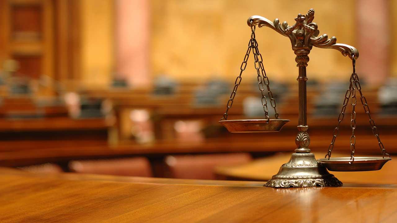 Закон суд право